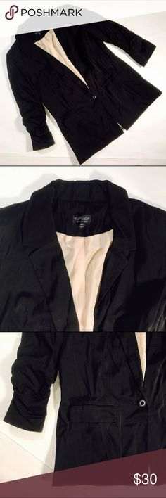 """😎 TOP SHOP 😎 Blazer Ruching detail on the sleeves, semi long style, a little bit shoulder padding, lined.  CONDITION: GUC, minimal signs of wear  CHEST:38"""" WAIST: 36"""" LENGTH: 27"""" INSEAM: *All measurements taken while item is laid flat (doubled when necessary) and measured across the front  MATERIAL: viscose cotton elastase  STRETCH: yes INSTAGRAM @ORNAMENTALSTONE 🚫Trading  🚫Modeling Topshop Jackets & Coats Blazers"""
