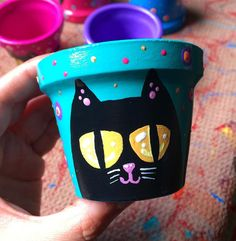 Painted Pots, Hand Painted, Clay Pot Crafts, Cactus Y Suculentas, Cute Diys, Terracotta Pots, Clay Pots, Potted Plants, Cat Art