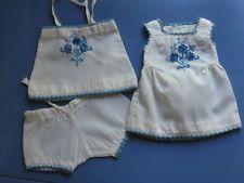 Pour Bleuette de 27/29 cm. s. vêtements bleus, trousseau semaine de Suzette1935