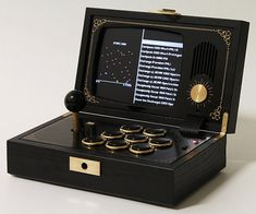 Boredom will be the last thing on the agenda the next time you travel with the portable arcade console emulator. Encased in a distinguished wooden frame, once opened this retro styled console shines by offering you the chance to play classic arcade games. Arcade Games, Retropie Arcade, Arcade Stick, Mini Arcade, Xbox 360, Playstation, Diy Arcade Cabinet, Arcade Console, Nerd Room