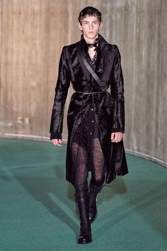Fashion Line, Fashion Art, Runway Fashion, Fashion Show, Mens Fashion, Fashion Design, Tokyo Fashion, Paris Fashion, Ann Demeulemeester