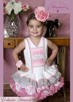 vamos yo veo a Paula asi jajaja no os vayais a pensar que no... Cute Girl Outfits, Little Girl Dresses, Little Girls, Flower Girl Dresses, Our Legacy, Girl Inspiration, Princess Party, Pageant, Baby Dress