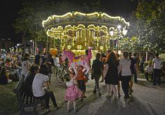 Place Wilson. Le Carrousel de chevaux de bois accueille petits et grands ! © K. Lhémon R Zippertravel.com Digital Edition