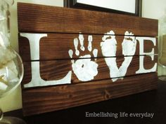 Love sign- projects to try love wood sign, pallet crafts ve Pallet Crafts, Pallet Projects, Wood Crafts, Craft Projects, Projects To Try, Craft Ideas, Arte Pallet, Pallet Art, Pallet Signs