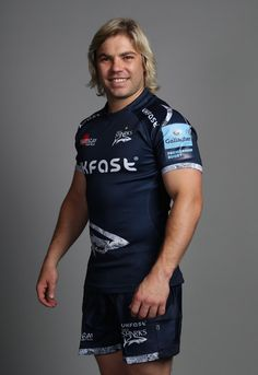 Faf de Klerk Photos - Faf de Klerk poses for a portrait during the Sale Sharks squad photo call for the Gallagher Premiership Rugby season at AJ Bell Stadium on August 2018 in Salford, England. Women's Cycling Jersey, Cycling Jerseys, Cycling Quotes, Cycling Art, Squad Photos, Smocking Patterns, Salford, Rugby Players, Bicycle Design