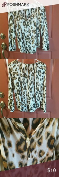 Old Navy blouse Long sleeved Old Navy blouse, light soft material. Long sleeves can be transformed into 3/4 length by rolling and buttoning up. Very cute! Old Navy Tops Blouses