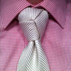 Cómo hacer el nudo de corbata Trinity