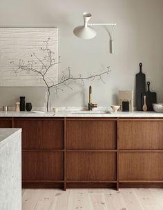 Modern Kitchen Interior Remodeling Idea to Steal: Understated Terrazzo Apartment Kitchen, Home Decor Kitchen, Rustic Kitchen, Interior Design Kitchen, Home Kitchens, Kitchen Ideas, Timber Kitchen, Modern Interior, Kitchen Industrial