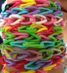 Rainbow Looming would love todo this with the girl scouts
