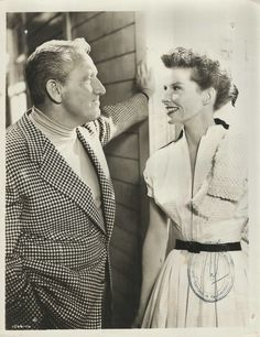 photo Spencer Tracy Katharine Hepburn film Pat and Mike Hollywood Couples, Old Hollywood Glamour, Hollywood Actor, Golden Age Of Hollywood, Hollywood Stars, Classic Hollywood, Vintage Hollywood, Margaret Sanger, Old Movie Stars