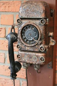 One rusty ringy dingy two rusty ringy dingy got no dial tone. The phone that time abandoned. Telephone Vintage, Vintage Phones, Telephone Booth, Abandoned Buildings, Abandoned Places, Vintage Antiques, Vintage Items, Retro, Rust Never Sleeps