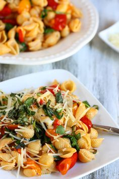 Smoky Tomato, Red Pepper and Arugula Pasta #vegetarian #pasta