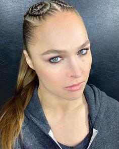 Ronda's glam from ❤️ Ronda Rousey Pics, Ronda Rousey Hot, Ronda Jean Rousey, Wwe Raw Women, Ufc Women, Ronda Rousy, Ariana Grande Tumblr, Wwe Female Wrestlers, Female Athletes