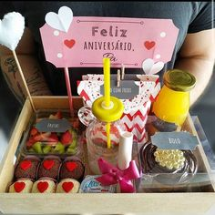 Dessert Packaging, Gift Packaging, Chocolate Covered Fruit, Food Gift Baskets, Honey Shop, Cute Valentines Day Gifts, Diy Crafts For Gifts, Food Platters, Party In A Box