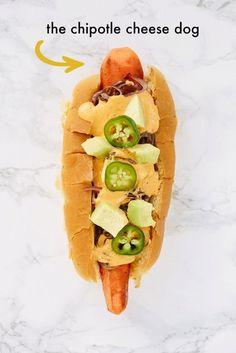 Y obviamente también existe un perro caliente para los vegetarianos. Con salchicha de zanahoria, y salsa de chipotle y unos jalapeños demoniacos podrás disfrutar de este plato icónico e internacional. | 15 Recetas que distorsionarán tu percepción de los hot dogs