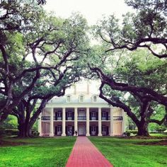 I have always wanted an old plantation home <3