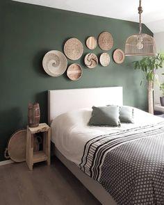 ustgreenleaves on Instagra Home Decor Bedroom, Interior Design Living Room, Living Room Decor, House Paint Interior, Interior Livingroom, Green Rooms, Bedroom Green, Bedroom Color Schemes, Bedroom Colors