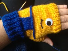 With these Despicable Me Minion Fingerless Mitts, you can always keep a couple minions on you for snowy emergencies. These adorable and unique easy knitting patterns are a fantastic and fun way to learn how to knit fingerless gloves. Minion Crochet Patterns, Knitting Patterns Free, Baby Knitting, Free Pattern, Free Knitting, Crochet Mittens, Mittens Pattern, Diy Crochet, Minion Hats