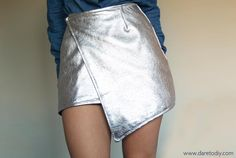 Dare to DIY: Tutorial DIY: Cómo hacer una wrap skirt Diy Fashion, Ideias Fashion, Fashion Outfits, Womens Fashion, Diy Clothes, Diy Tutorial, White Shorts, Casual Shorts, How To Make