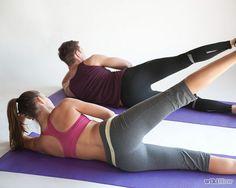 Para esta postura, você terá que deitar de lado com o cotovelo flexionado para manter as costas retas. Mover a perna ligeiramente para frente dos quadris, isso ajudará a manter o equilíbrio e proteger a região lombar. Você deve evitar  mover o quadril ou as costas, deve movimentar, subindo e descendo, apenas a perna completamente esticada.