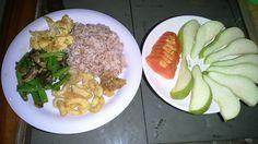 Menu sahur hari ke 6 Nasi beras merah, cumi goreng tepung, telur dadar, tumis buncis jamur champignon