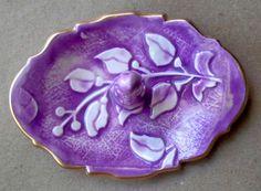 Cerámica anillo soporte Viña púrpura con bordes de oro 3 1/4