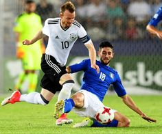Germany's midfielder Maximilian Arnold (L) and Italy's midfielder Roberto Gagliardini vie for the ball during the UEFA U-21 European Championship Group C football match Italy v Germany in Krakow, Poland on June 24, 2017. / AFP PHOTO / JANEK SKARZYNSKI