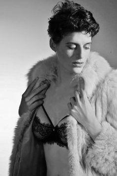 Rain Dove, Androgynous Model, Is Breaking Barriers In Fashion (SDJ-) Androgynous Models, Androgynous Fashion, Pretty People, Beautiful People, Genderqueer, Look Cool, Female Models, Short Hair Styles, Photoshoot