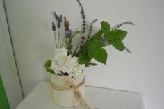 DIY - cute ideas for repurposing everyday items into vases for centerpieces