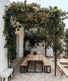 Pergola inspiration for outdoor seating areas Backyard Patio, Backyard Landscaping, Dream Garden, Home And Garden, Outdoor Dining, Outdoor Seating, Rustic Outdoor Spaces, Patio Dining, Dining Table