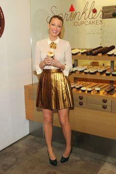 High waist skirt, neck high button down