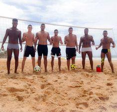 Sexta-feira Futevôlei - #beach #spiaggia 🌞🏝⚽🔝  #FutevoleiAmigosValedosLagos  #SãoRafael #futevoleisalvador #futevoleibrasil #futevôlei #futevolei #footvôlley #footvolley #vemprotreino #futevoleinave #pratiquefutevolei #somostodosbrasil #altinha #treino #esporte #saude #boraqueavidatapassando #mikasa #sextafeirasualinda ⚽