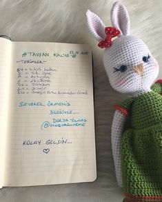 Amigurumi Doll, Origami, Diy And Crafts, Dinosaur Stuffed Animal, Crochet Patterns, Bunny, Crochet Hats, Dolls, Cute