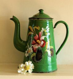 Rare Vintage French Green Enamel Coffee Pot with Poppies and Daisies Vintage Enamelware, Vintage Kitchenware, French Farmhouse Decor, Milk Cans, Objet D'art, Tole Painting, Vintage Coffee, Kitchen Art, Vintage Decor