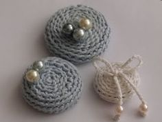 crochet brooches (self AND home decor DIY)