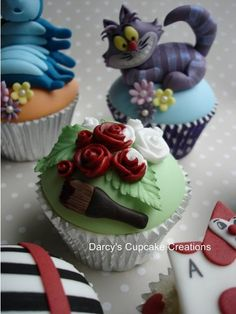 The Edition of Alice in Wonderland Cupcakes that I have created. Pretty Cakes, Beautiful Cakes, Amazing Cakes, Mini Cakes, Cupcake Cakes, Cupcake Ideas, Cupcake Decorations, Dessert Ideas, Alice In Wonderland Cupcakes