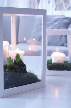 Decoration with candles, moss, and hyacinths via Bolettes hus Noel Christmas, Winter Christmas, All Things Christmas, Holiday, Christmas Candles, Candle Lanterns, Christmas Inspiration, Winter Time, Creations