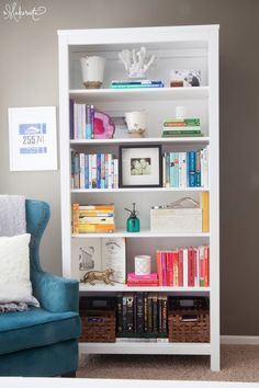 Makes me also want to get some white spray paint and whitewash my shelf and some decorational objects to go on the shelf bookshelf decor A Surprise Office Refresh Furniture Bookshelves, Shelves, Bookcase Decor, Home, Home Diy, Bookshelves, Interior, Styling Bookshelves, Apartment Decor