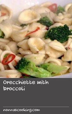 Orecchiette with broccoli Italian Pasta Recipes, Best Pasta Recipes, Recipe Pasta, Garlic Recipes, Best Chili Recipe, Chili Recipes, Fish Recipes, Lunch Recipes, Tasty Broccoli Recipe