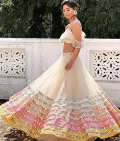 Indian Gowns Dresses, Indian Fashion Dresses, Dress Indian Style, Indian Designer Outfits, Indian Designers, Indian Bridal Outfits, Indian Bridal Wear, Indian Lehenga, Net Lehenga