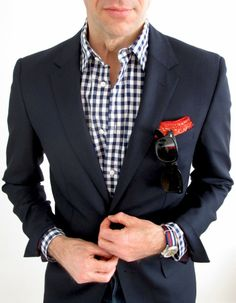 Slim navy suit gingham shirt - Needs a different pocket square though Sharp Dressed Man, Well Dressed, Classic Men, Classic Style, Sneakers Fashion, Fashion Outfits, Men's Fashion, Best Mens Fashion, Casual Fall Outfits
