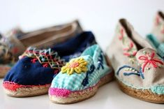 add some embroidery to canvas shoes Spanish Espadrilles, Boho Shoes, Diy Mode, Shoe Art, Custom Shoes, Hippie Chic, Summer Shoes, Diy Clothes, Designer Shoes