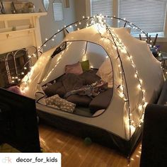 sleepover couple Ideas For Cute Camping Ideas Tent Forts Sleepover Room, Fun Sleepover Ideas, Wardrobe Cabinet Bedroom, Zelt Camping, Indoor Camping, Indoor Forts, Camping Indoors, Dream Dates, Cute Date Ideas
