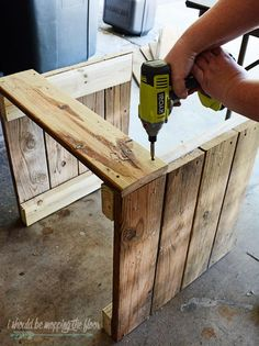 This DIY Planter Box with Wheels is perfect for any patio or garden area. It works perfectly for vegetables or flowers. And rolls where ever you want it. Tutorial is loaded with photos and step-by-step instructions to make this in one morning. Wooden Planter Boxes Diy, Pallet Planter Box, Wood Planters, Wooden Diy, Diy Planters Outdoor, Pallet Boxes, Planter Table, Fall Planters, Planter Ideas