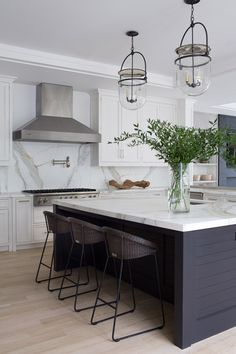 Supreme Kitchen Remodeling Choosing Your New Kitchen Countertops Ideas. Mind Blowing Kitchen Remodeling Choosing Your New Kitchen Countertops Ideas. Modern Farmhouse Kitchens, Black Kitchens, Home Kitchens, Modern Kitchens With Islands, Modern Kitchen Renovation, Home Decor Kitchen, New Kitchen, Kitchen Dining, Kitchen Sinks