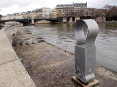 Les quais de la Seine à Paris Paris, Sidewalk, Pavement, Curb Appeal