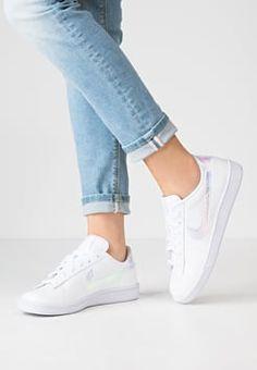 Nike Sportswear - TENNIS CLASSIC PREMIUM - Sneaker low - white/black