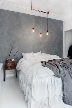 Whether you just moved into your new home or want to give a makeover to your old bedroom, need ideas to make your bedroom design stand out. So you want a modern bedroom but do not know where to sta…