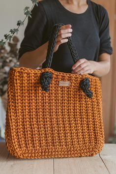Handbag Patterns, Bag Patterns To Sew, Crochet Patterns, Crochet Bag Tutorials, Boutique Accessoires, Tote Bags Handmade, Crochet Handbags, Crochet Tote Bags, Knitted Bags