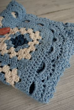blue and white granny square blanket**Pretty Inspiration :-)..**
